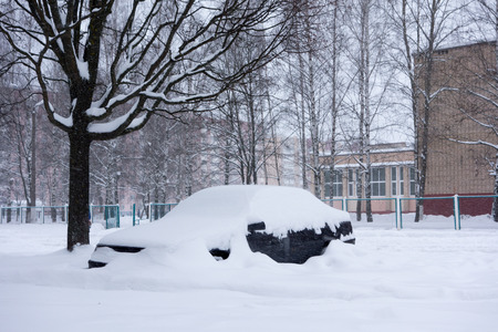paralyzed: Borisov, Belarus - January 16, 2016: Natural disasters, snow storm with heavy snow paralyzed the city. Kolaps. Snow covered the cyclone Emma in Europe, January 16, 2016 in Borisov, Belarus.