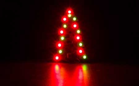 pulsating: the LED fir-tree shines in the dark