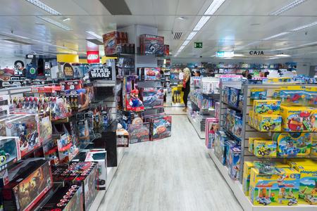 Barcellona, Spagna - 17 agosto 2017: Barcellona è il centro turistico d'Europa. Il più grande centro commerciale della Spagna El Corte Ingles. Editoriali