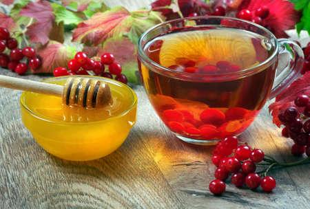 viburnum tea and honey on a wooden table. medicine for colds and flu. alternative medicine Stock fotó