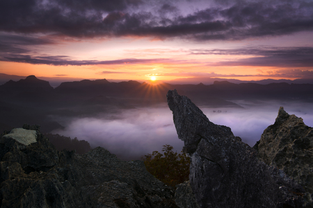 View point banjabo Mae Hong Son Thailand, Sunrise on the high mountain with white mist fox in winter. Standard-Bild