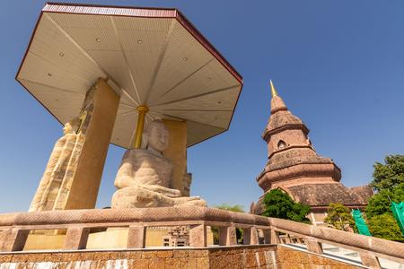 PHRA BUDDHA SAIYAT PHUKHAO-Big Buddha Statues at Wat Putthanimit, Wat Phu Khao Kalasin, Thailand Standard-Bild