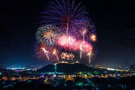 Beautiful fireworks annual festival at ancient place Phra Nakhon Khiri (Khao Wang) and city scape Street light Phetchaburi Thailand. Standard-Bild