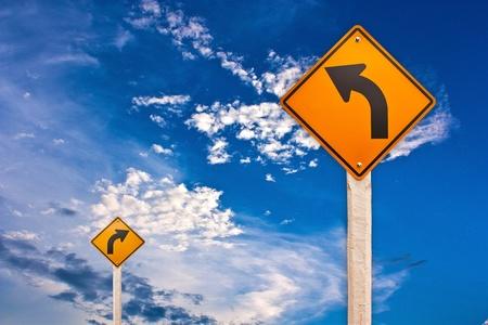 flechas direccion: Señal de tráfico Foto de archivo