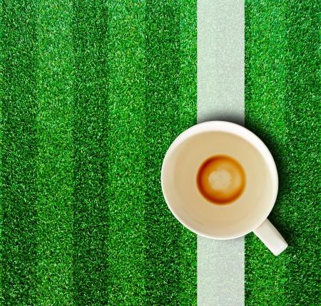 Coffee cup on the grass. 免版税图像