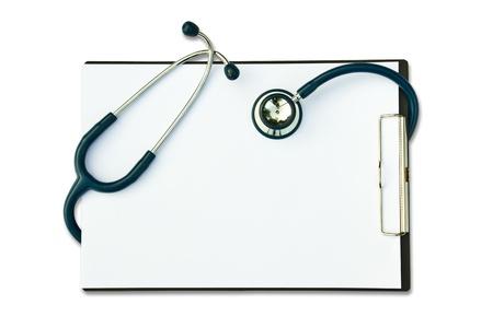 medizinische Stethoskop mit Formular leer isoliert auf weißem Hintergrund