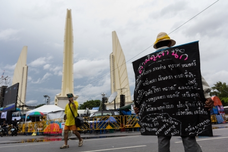 BANGKOK - NOVEMBER 8, 2013 : Anti-government protesters to the Democracy Monument on November 8, 2013 in Bangkok, Thailand. The protest Against The Amnesty bill in Bangkok, capital of Thailand