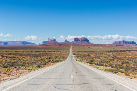 Road to Monument Valley, Utah.