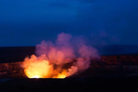 Kilauea Caldera lava lake in Volcano National Park Hawaii Big Island Imagens