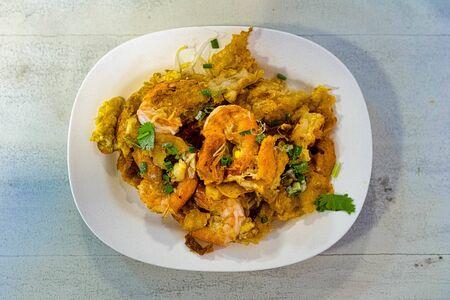 Asian Stir Fried Shrimp and Rice Noodles ( Pad thai ) Foto de archivo - 135488246