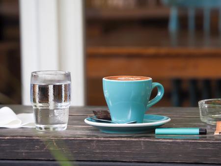 Coffee cup in coffee shop Reklamní fotografie - 103043402