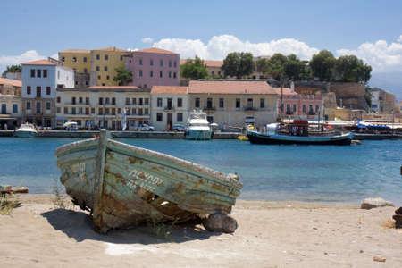 grec antique: Abandon de bateau sur le rivage. Ancienne ville grecque de Chania, Gr�ce Banque d'images