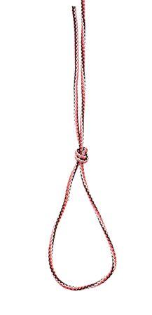 Noeud de piège étrangler attaché sur une corde synthétique découpée sur fond blanc