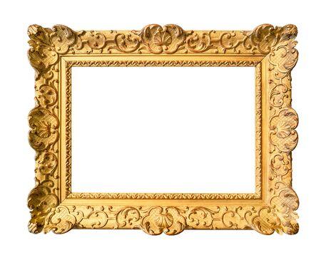 alter, breit dekorierter barocker Gemälderahmen in goldfarbenem Ausschnitt auf weißem Hintergrund