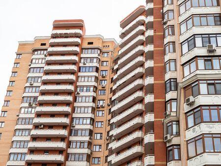 städtisches mehrstöckiges Wohngebäude in der Stadt Moskau