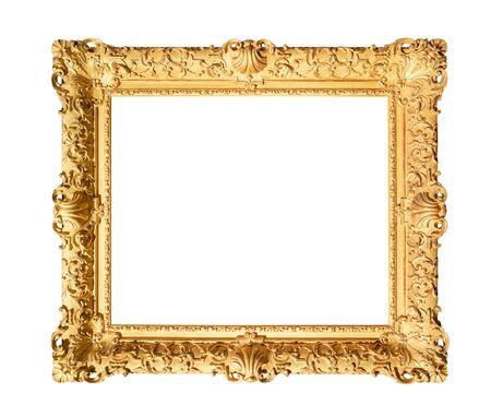 Antiguo marco de pintura barroca decorada amplia pintada en color oro recorte sobre fondo blanco.