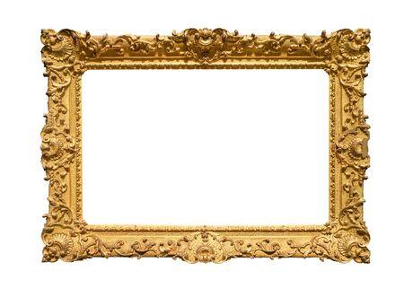 Retro breit dekorierter barocker Gemälderahmen in goldfarbenem Ausschnitt auf weißem Hintergrund gemalt Standard-Bild
