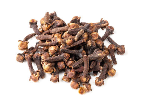 pile of dried cloves closeup on white background Standard-Bild