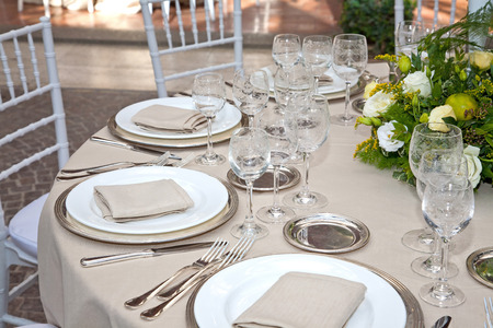 Table set of color bege for weeding in Rome Stockfoto