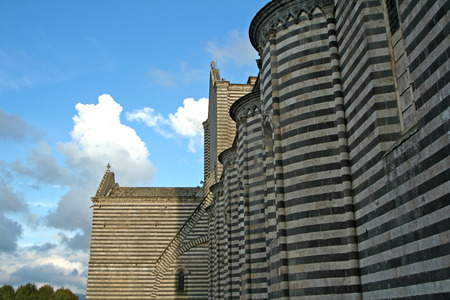 terni: Side view of the facade of Orvieto Cathedral.