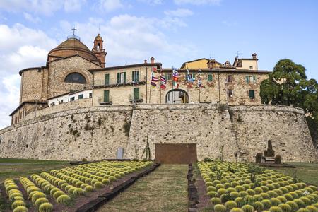 Blick auf den Eingang der Stadt Castiglione del Lago in Italien Standard-Bild - 85091893