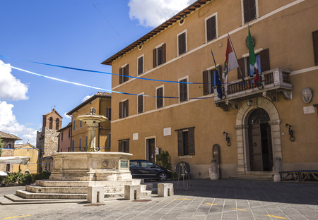 Town Hall Square of Chiusi in Tuscany, Italy Stock Photo - 85152601