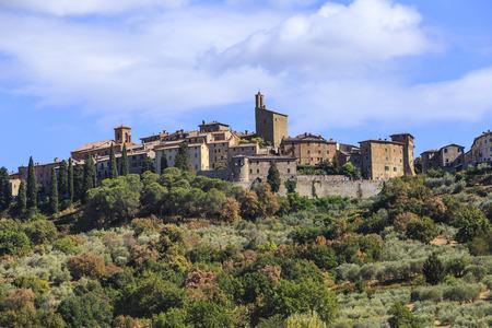 パニカーレはイタリアのペルージャ県の古代中世の町です。 写真素材