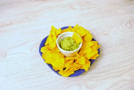 guacamole: Delicious guacamole on a plate