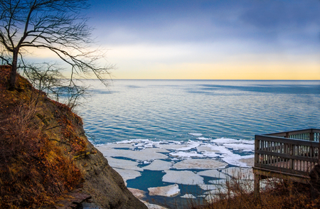 ice floes: Wintry Lake Erie Overlook With Ice Floes at Sunrise