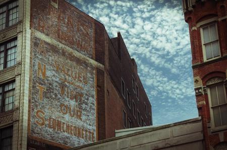 건물에 대한 오래된 광고