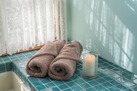 Master Bath Luxury Towels and Candle Reklamní fotografie