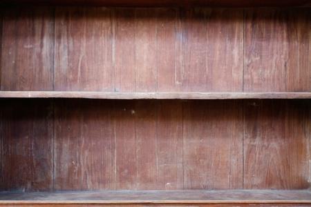 wood shelf: Cerca de estante de madera vac�a