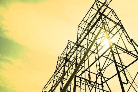 andamio: Siluetas de un andamio sobre el Sunset