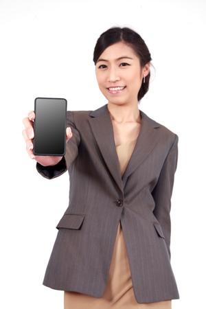 dotykový displej: Obchodní žena ukazuje prázdné displej dotykový mobilní mobilní telefon (zaměření na ruce a telefon)