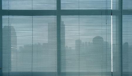 window shade: close-up modernas persianas de aluminio del obturador.