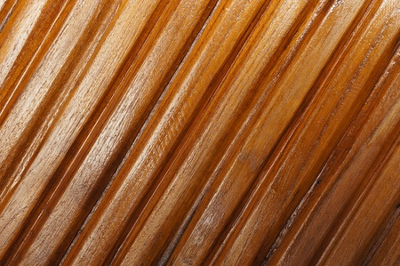 to lacquer:  old wooden Coat a lacquer