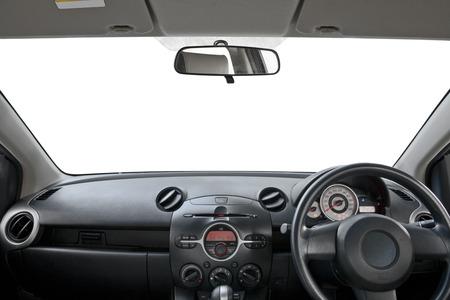 tablero de control: vista del tablero de mandos de un coche en blanco
