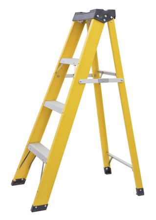 gele Ladder op wit wordt geïsoleerd