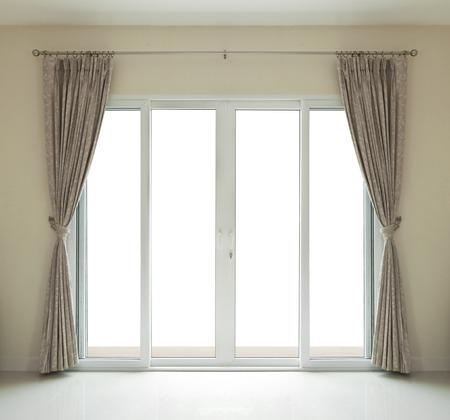 ventana abierta interior: puerta ventana cerca sobre fondo blanco