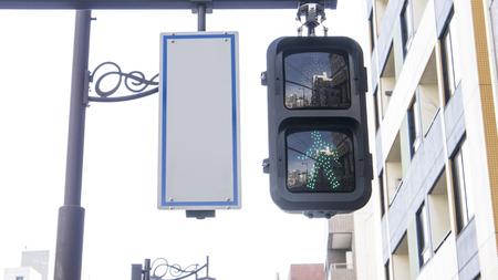 semaforo peatonal: verde semáforo a pie en la ciudad Foto de archivo
