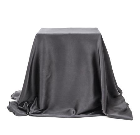 Box bedekt met een zwarte doek.