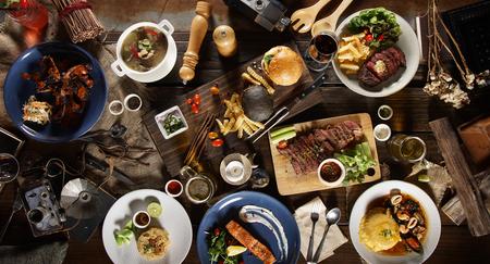 mezcla internacional conjunto de alimentos vista superior en la mesa