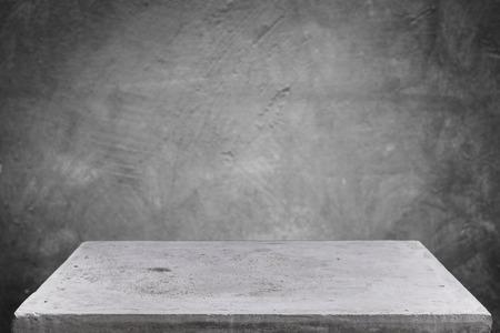Prázdná betonová deska stolu na grunge betonové pozadí, šablony mock-up pro zobrazení vašeho produktu