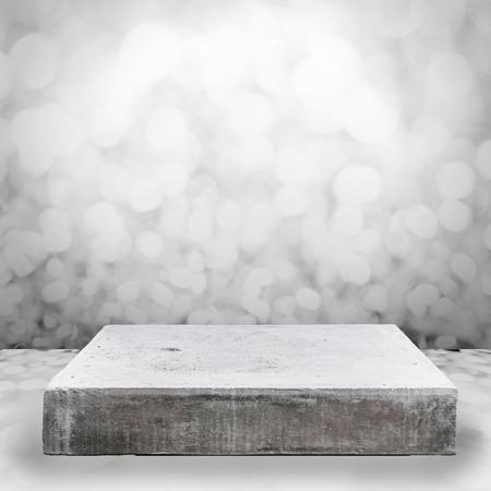 Prázdná betonová deska stolu na bokeh pozadí Reklamní fotografie