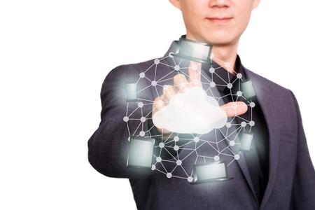 Podnikatel ukazující nebo dotýká obrazovky virtuální sítě