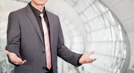 Podnikatel s ruční prezentací Reklamní fotografie