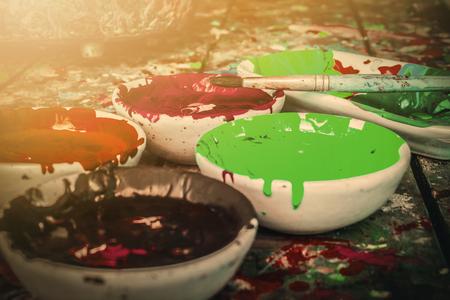 Výkresy barev vody, barvy a kartáče