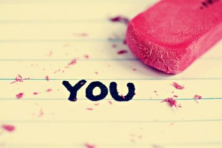 Gum en gum peices op papier met het woord dat u in permanent marker