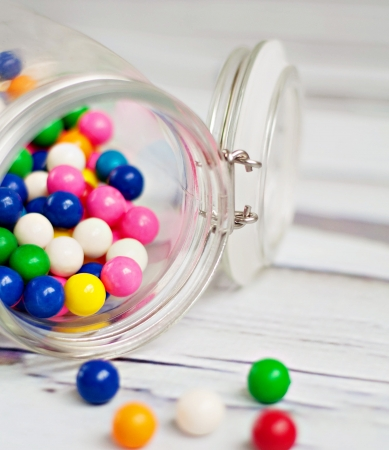 Glass Jar of colorful bubble gum Stockfoto