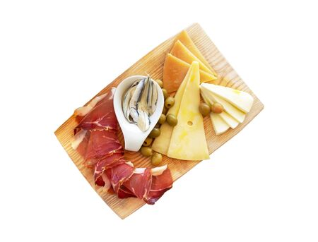 Croatian traditional food, Dalmatian plate. Isolated proshut, cheese sprinkled with olive oil with capers in a pickle with olives on a wooden dish on a white background Banco de Imagens